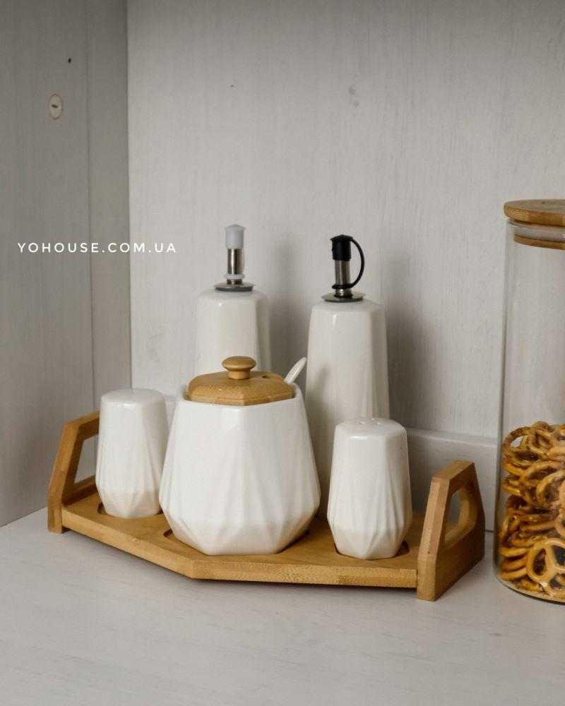 Набір для спецій  Con на бамбуковій підставці (ємності для олії та оцту , цукорниця , сільничка та перечниця)